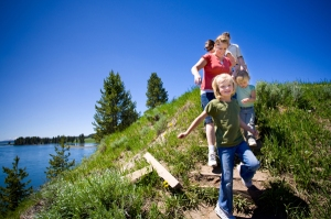 parents-hiking-with-kids